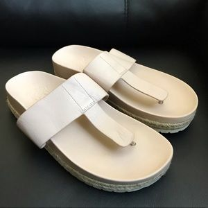 Women's Vince Camuto  Thong Sandals Size 6.5 M